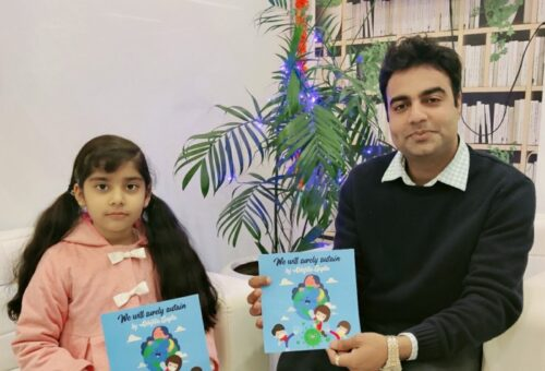 Writing Prodigy Abhijita Gupta signs a four books contract with Invincible Publishers, receives an Advance Royalty cheque of 10000 copies